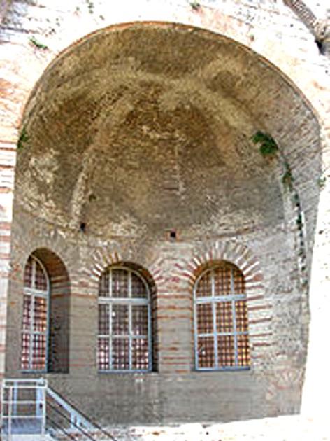 -Arles_Thermes_de_Constantin caldarium